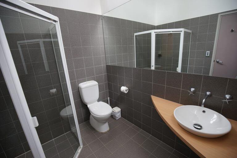8.Ridgetop Retreats bathroom