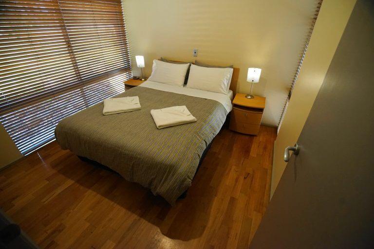 9.Ridgetop Retreats queen bedroom